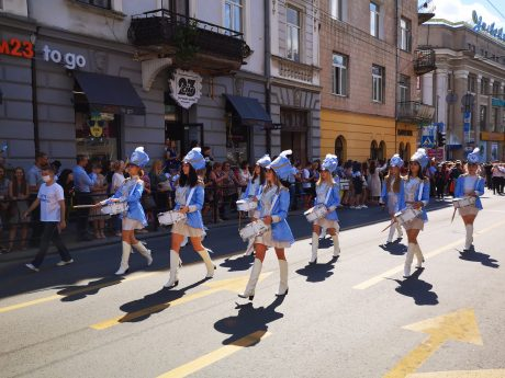 Понад тисяча випускників урочисто пройшли Тернополем (ФОТО)