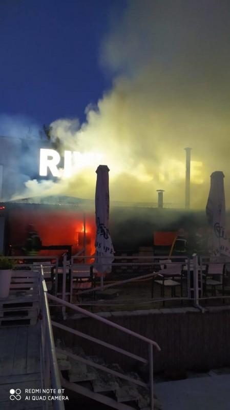Пожежа у Тернополі: горів популярний заклад (ФОТО)