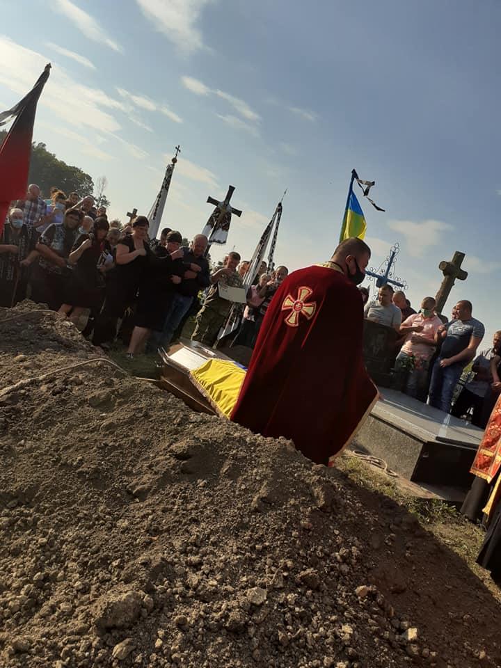 Отримав 6 державних нагород, але віддав найдороще – власне життя: на Тернопільщині поховали офіцера Володимира Рудика (ФОТО)