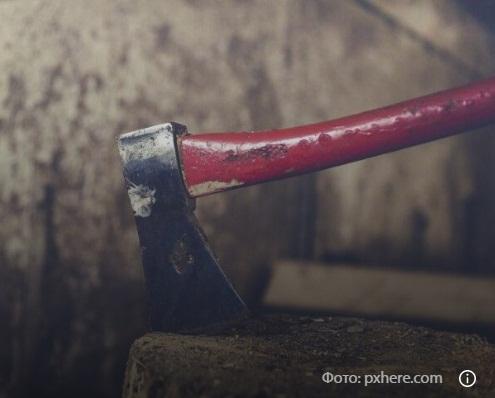 Випадково зарубав себе сокирою: нещасний випадок на Тернопільщині