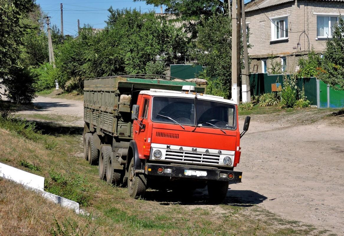 Встиг загальмувати та вмер: на Тернопільщині під час руху стало погано водію вантажівки