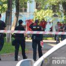 """На місце події виїхали усі екстрені служби: тернополянин """"замінував"""" автомобіль у дворі будинку (ВІДЕО)"""
