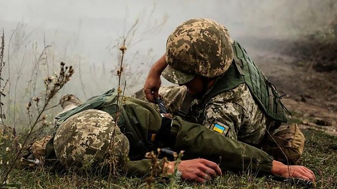 Бойовики зірвали перемир'я на Донбасі, поранено військового