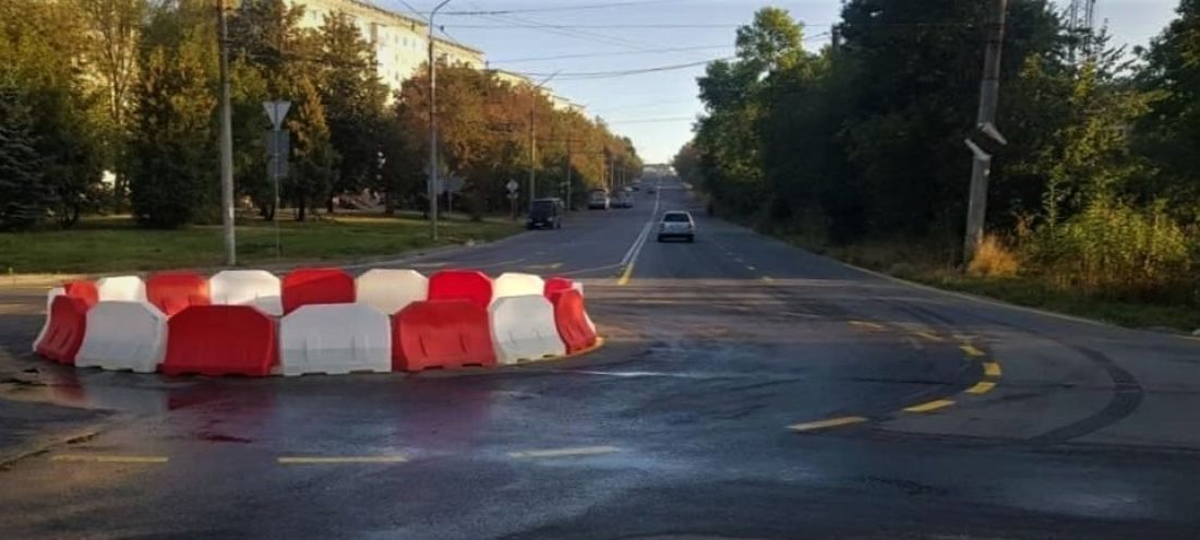 У Тернополі на одній із вулиць встановили дорожнє кільце (ФОТО)