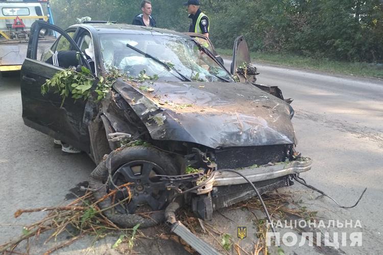 ДТП на Тернопільщині: від удару автомобілем людину розірвало навпіл (ФОТО)