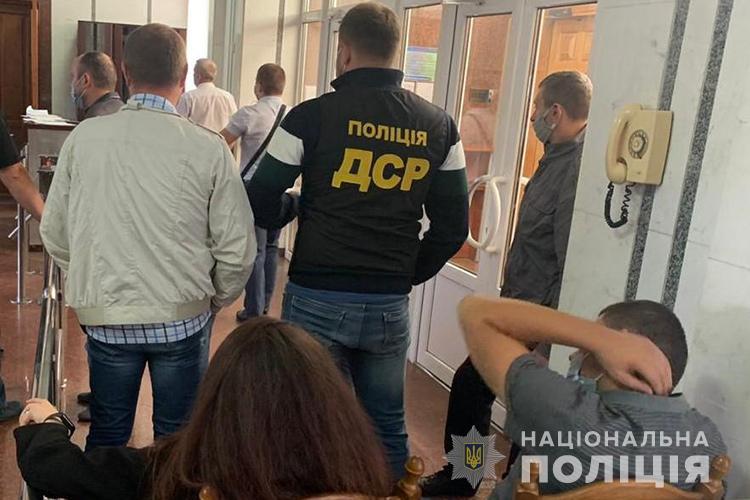 """На Тернопільщині викрили групу фіскалів, які """"обдурили"""" державу на кругленьку суму (ФОТО)"""