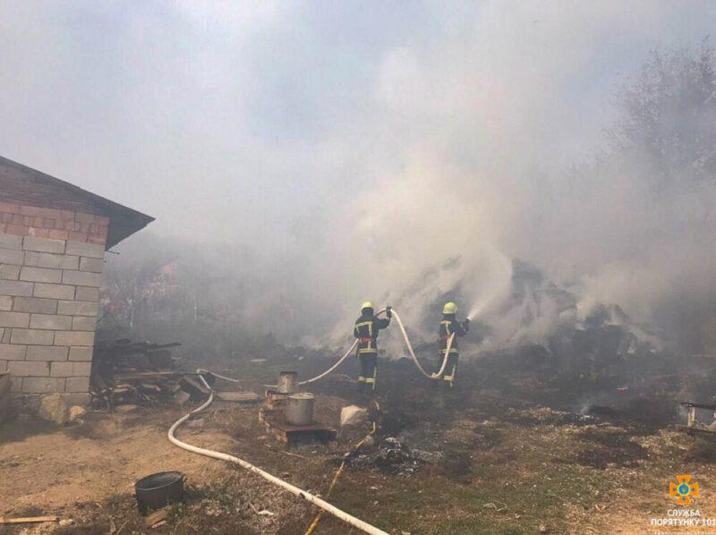 Масштабна пожежа на Тернопільщині на площі 200 м кв (ФОТО)