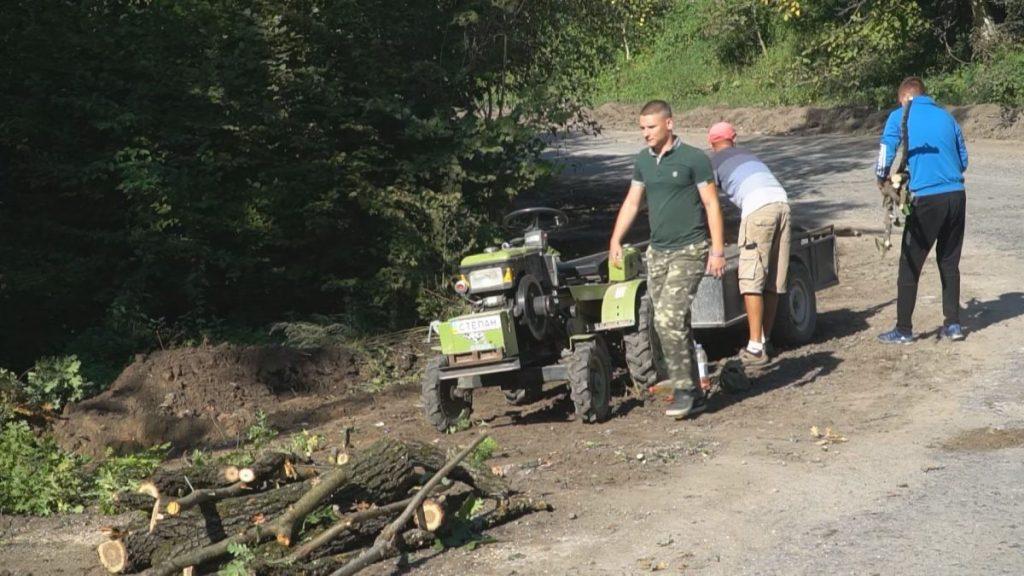 Завдяки зусиллям активістів вперше за 30 років капітально ремонтують дорогу до Коропця (ВІДЕО)