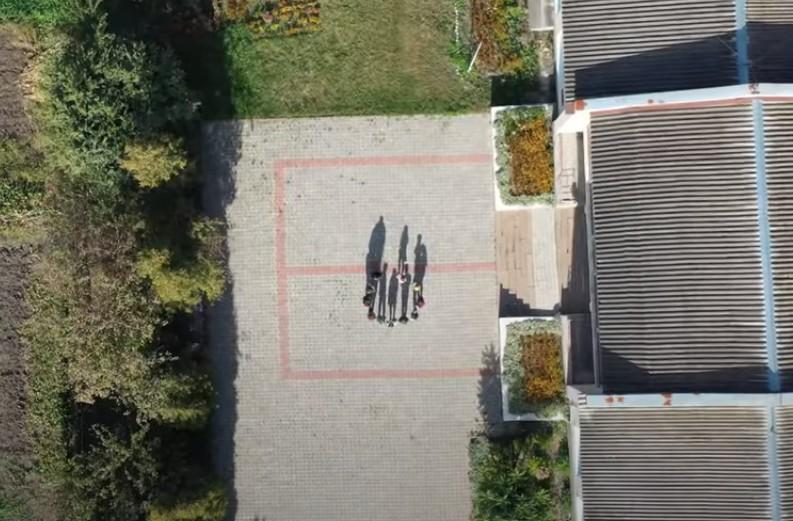 Учні школи на Тернопільщині відзняли кліп про дистанційне навчання (ВІДЕО)