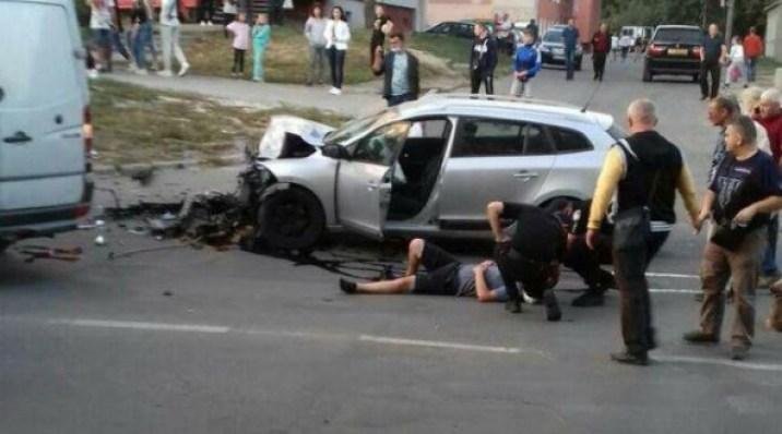 Дві автівки розтрощені: у Тернополі трапилась ДТП із потерпілими (ФОТО)