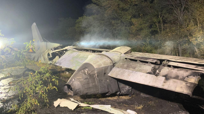 Трагедія в Україні: упав військовий літак, 22 людей загинуло (ФОТО)
