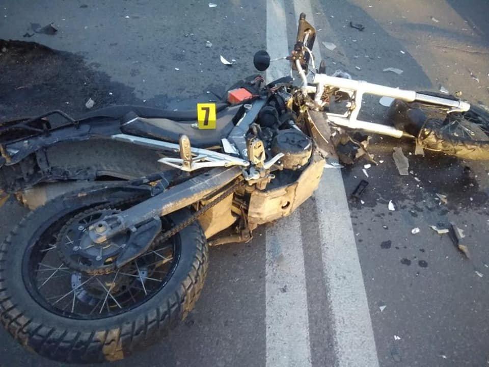 Утікав після аварії: подробиці ДТП у Тернополі за участі патрульних та мотоциклістів (ФОТО)