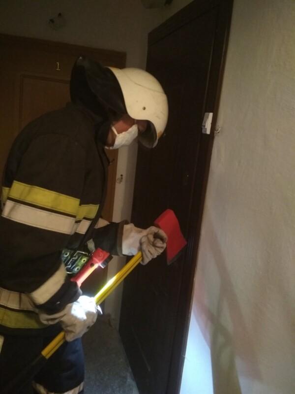На Тернопільщині в будину рятувальники виявили тіло без ознак життя (ФОТО)