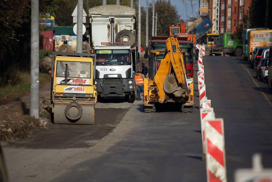 У Тернополі активно працюють над розширенням дороги на вулиці Тарнавського (ФОТО)
