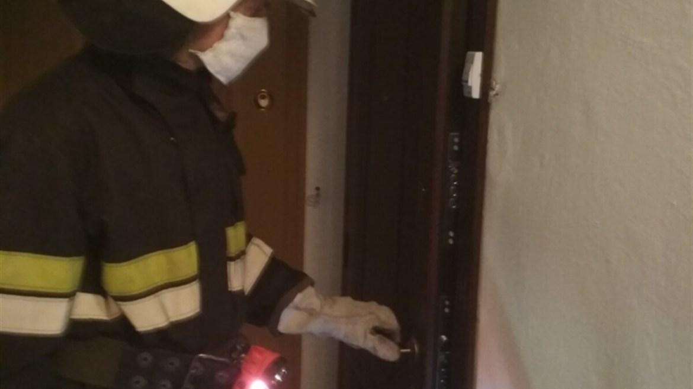 На Тернопільщині в будину рятувальники виявили жінку без ознак життя (ФОТО)
