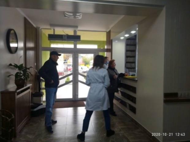 У Тернополі люди не одягають маски навіть в аптеці