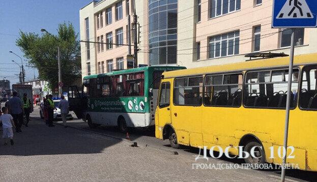 У Тернополі водій маршрутки переїхав пенсіонерку – і знову сів за кермо