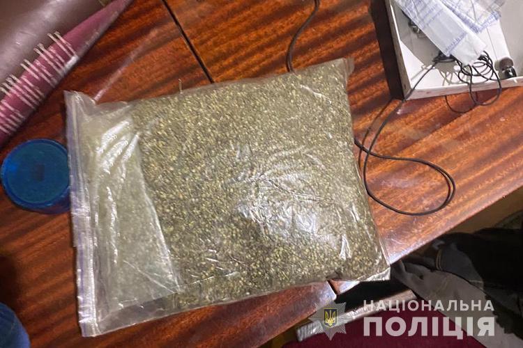 """Спіймали наркопродавця у Тернополі, який продавав у """"Телеграмі"""" амфетамін, синтетичні наркотики та марихуану (ФОТО)"""