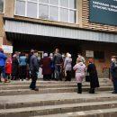 """""""Черги на все подвір'я"""": у Тернополі люди масово пішли голосувати (ФОТО)"""
