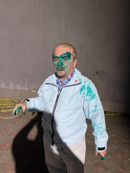 У Тернополі облили зеленкою кандидата в мери: є відео інциденту (ФОТО)