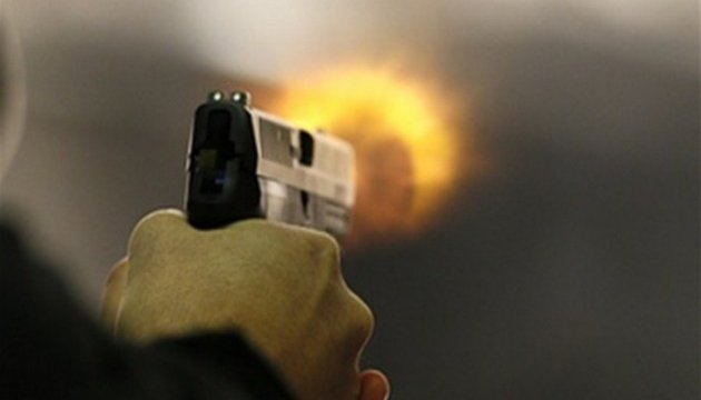 Стріляв майже упритул: на Тернопільщині чоловік покалічив з вогнепальної зброї двох людей