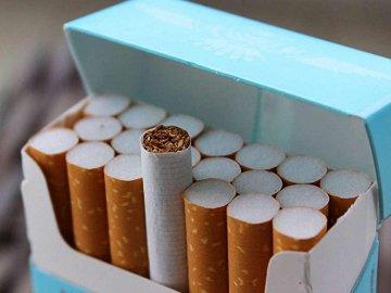 """""""Цигарки за 200 грн"""": в Україні стрімко злетять ціни на тютюнові вироби"""