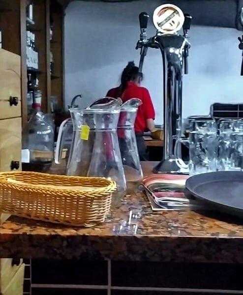 У кафе в центрі Тернополя виявили сімох нелегальних працівників