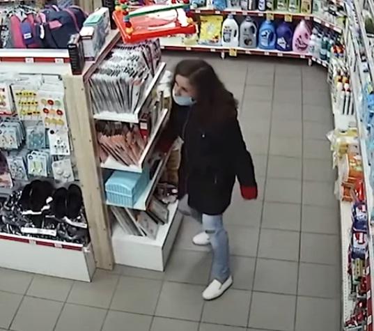 У Тернополі розшукують жінку, яка зганьбилася у магазині (ВІДЕО)