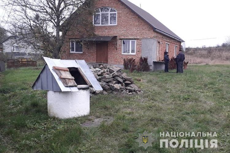 На Тернопільщині у криниці знайшли мертву жінку (ФОТО)