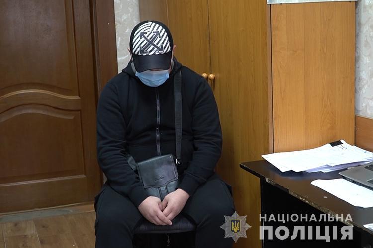 """""""Я знайомився з дівчатами"""": у Тернополі чоловік обдурив близько десяти жінок віком від 18 до 28 років"""
