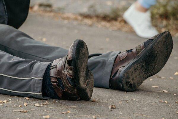 До поліклініки не дійшов декілька метрів: на Тернопільщині просто на вулиці помер чоловік