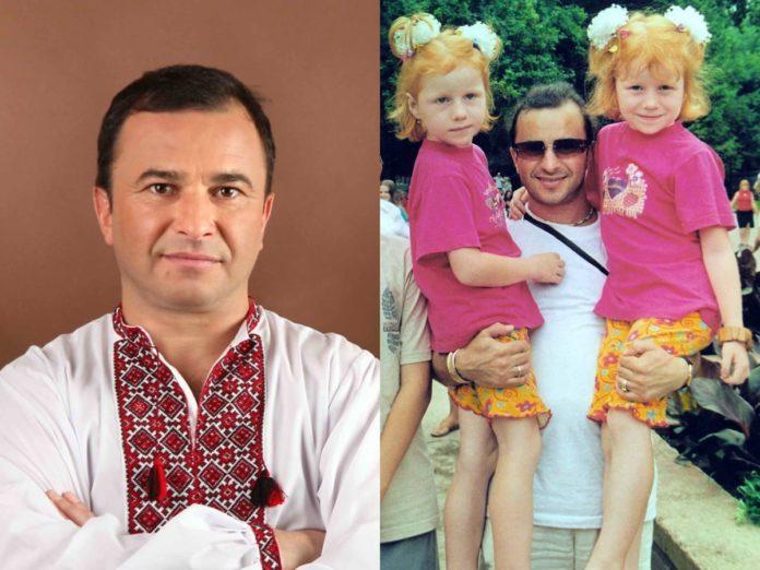 Віктор Павлик шукає рудих дівчат-близнючок, з якими фотографувався понад 20 років тому (ФОТО)