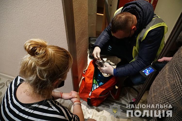 Працювали позмінно, клієнтів вистачало: у Тернополі спіймали сутенершу та чотири повії (ФОТО, ВІДЕО)