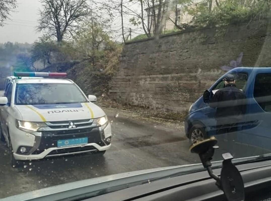 На аварійному мості у Струсові штрафують водіїв (ФОТО)