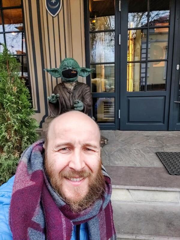 """У Тернополі встановили монумент джедаю із """"Зоряних війн"""" (ФОТО)"""