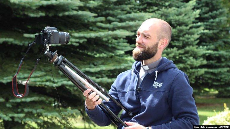 """""""Падре Серж"""": греко-католицький монах з Тернополя у джинсах і священничому вбранні створює відеоблоги"""