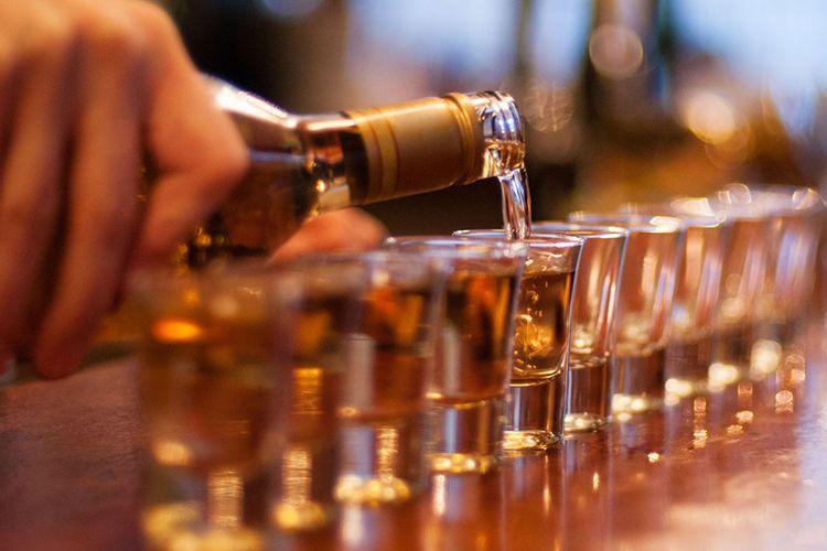 У Польщі українець в зачиненому ресторані напив фармового алкоголю на 1000 злотих і хотів ще