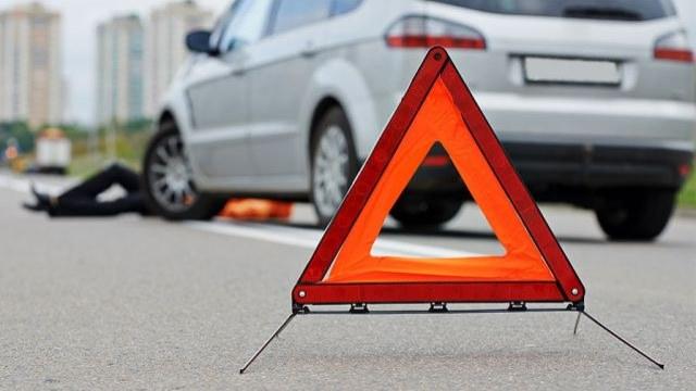 """Смертельна аварія біля Тернополя: водій на """"Шкоді"""" збив пішохода"""
