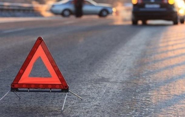 """ДТП у Тернополі: зіткнулися """"Тойота"""" і """"Мерседес"""", постраждала 21-річна дівчина"""