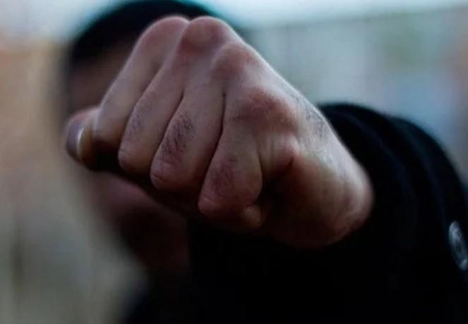 У Тернополі серед ночі невідомий побив і пограбував іноземця