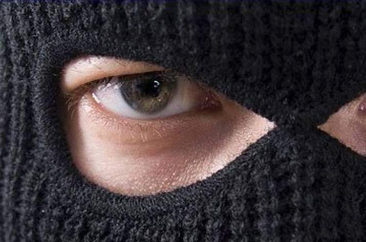 У Тернополі в під'їзді злочинець пограбував школяра