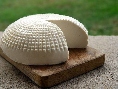 На прилавки тернопільських магазинів міг потрапити небезпечний сир