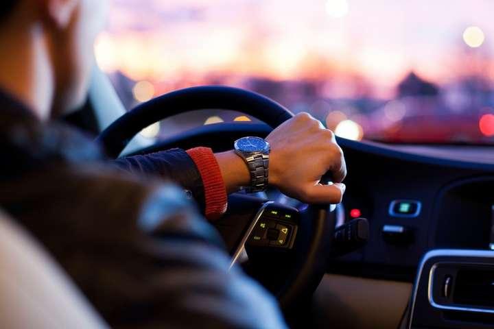 """""""Пристібатися в таксі та носити світловідбивні елементи"""": набули чинності зміни до правил дорожнього руху"""
