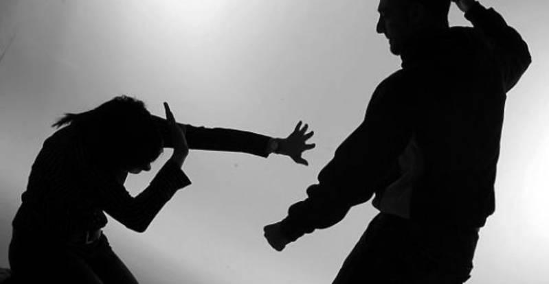 На Тернопільщині чоловік систематично знущався з дружини та доньки