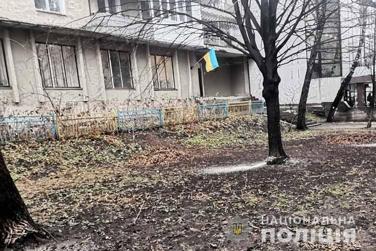 У Тернополі розшукують чоловіка, який бензопилою попідрізав дерева і втік (ФОТО)