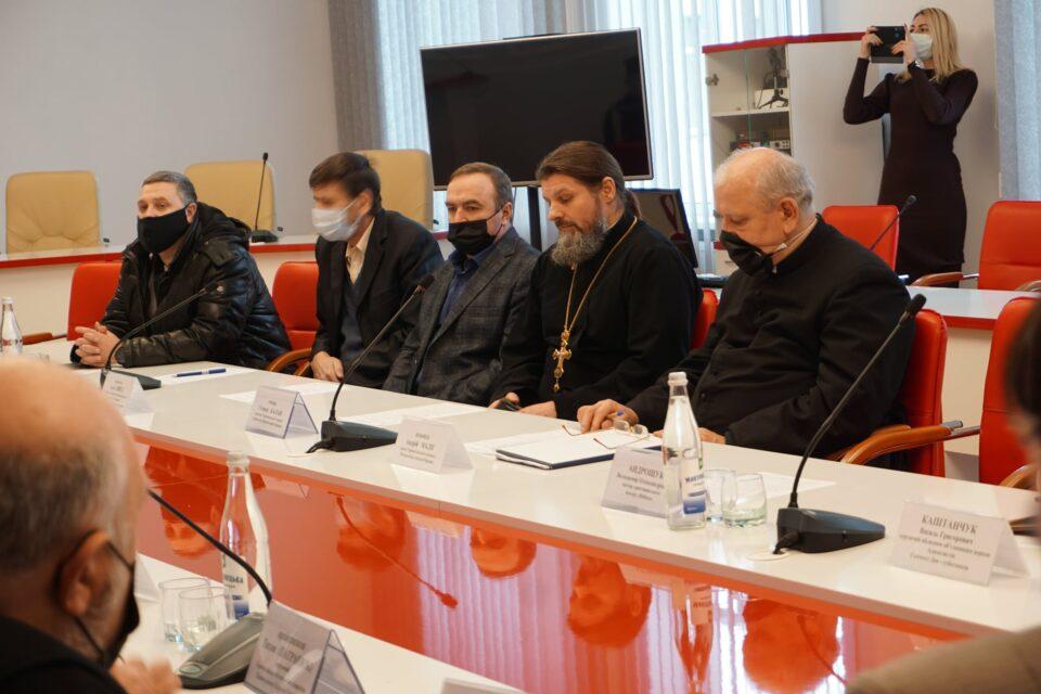 Священників Тернопільщини просять максимально переходити на онлайн-трансляції богослужінь на свята (ФОТО)