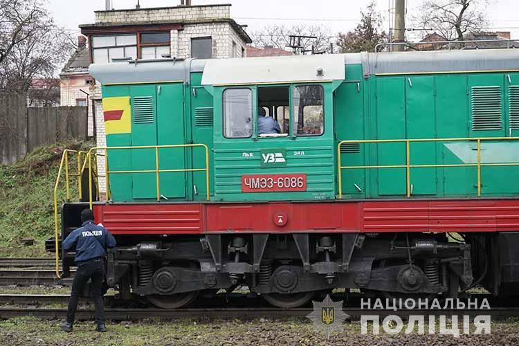 Смертельний випадок у Тернополі: під потяг потрапив чоловік (ФОТО, ВІДЕО)