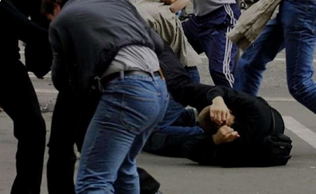 У Тернополі просто на вулиці невідомі молодики побили 17-річного п'яного хлопця