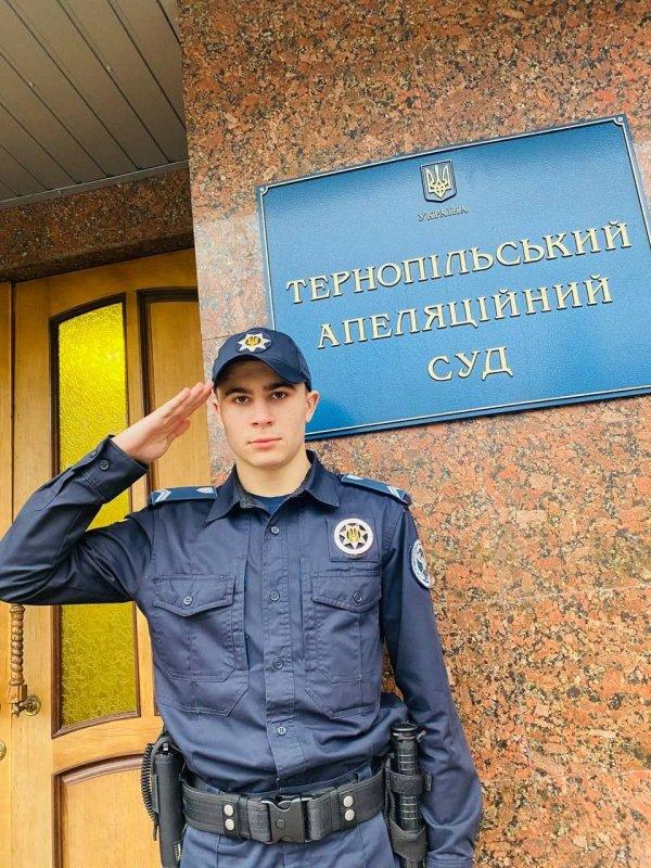 Стало відоме ім'я чоловіка, який врятував самогубцю у Тернополі (ФОТО)