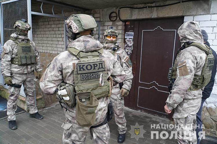 """""""Катували всю ніч і погрожували вбити"""": у Тернополі злочинці """"вибивали"""" з чоловіка 800 тисяч доларів (ФОТО)"""